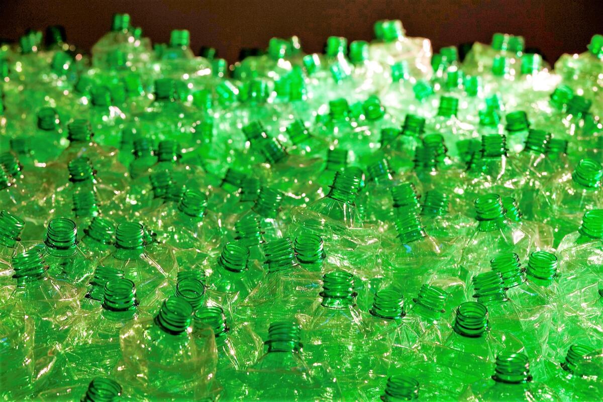 Maria Teresa Illuminato DO NOT STEP ON DREAMS 2008 Bottiglie di plastica pressate cm 250x 300x10 Collezione Map museo arte plastica