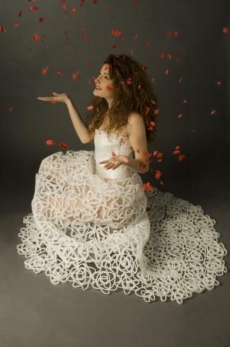 CRISTINA PINA, abito da sposa realizzato con  plastica d'imballaggio, 2004 Archivio Saveart foto Francesca Galli