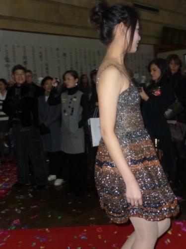 Masters of Brera.Liu Haisu Art  Mseum . Performance  Saveart, 2008Abito di Elisa Cavalleri realizzato con nastri audiocassette2003