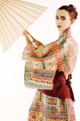 CHIARA PATESSIO MONTAGNER, Kimono realizzato con vecchi francobolli viaggiati, foto Chiara Salom