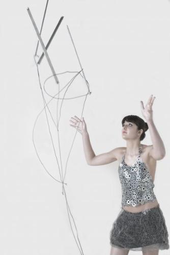 SERENA BIFFI, abito realizzato con rondelline di ferro e fil di ferro, foto Carlotta Cardana — con Serena Biffi.