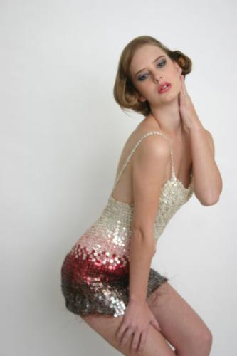 Bianca Ghione, abito realizzato con bottoni di madreperla e filo di rame 2009 Archivio Saveart Foto Nicola Ancona